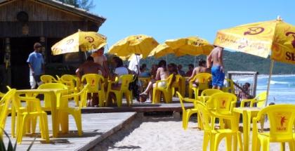 verao-em-praia-do-rosa1