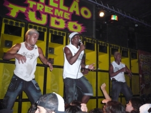 baile-funk-au-castelo-das-pedras-Rio-de-Janeiro