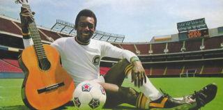 Le Roi Pelé chante une bossa
